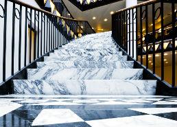 Marmoles y granitos en madrid materiales de construcci n for Marmol para escaleras precio