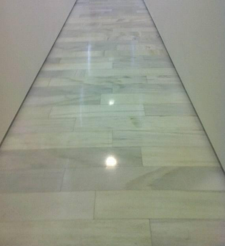 Escaleras en marmol granito caliza for Marmol granito blanco