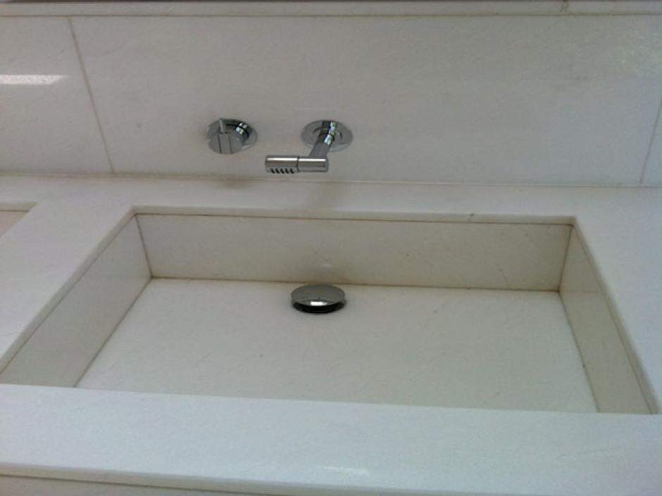 Encimeras chapados solados y m s de ba o y cocina for Marmol granito blanco